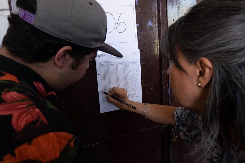 La Cuarta: Inquietud de padres e hijos a días de la PSU