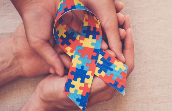 Anuncian fin preexistencias en Isapres para condiciones de Síndrome de Down y TEA
